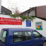 Baumgart Innenhof mit Schildern