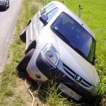 Bergung eines Autos aus dem Seitengraben