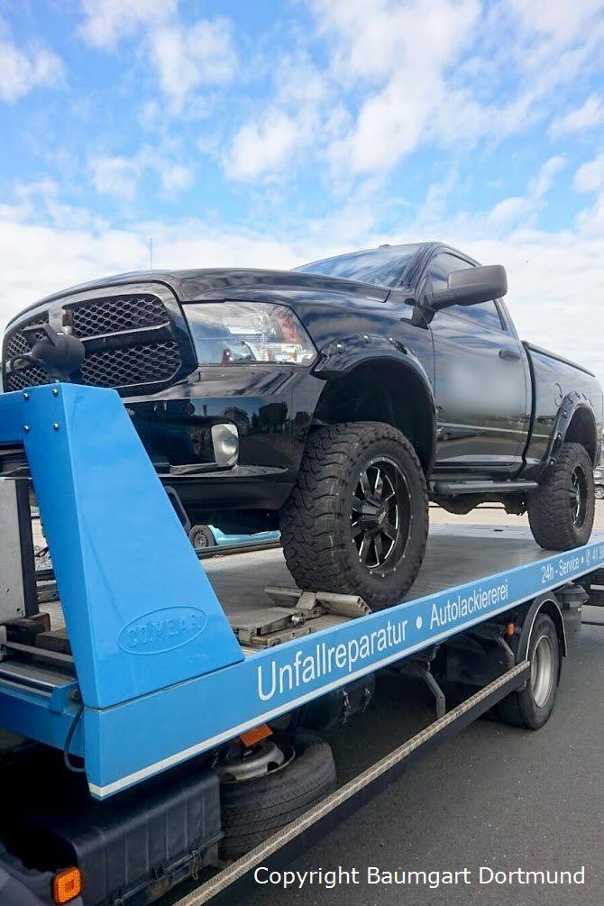 Autotransport eines Dodge RAM 1500