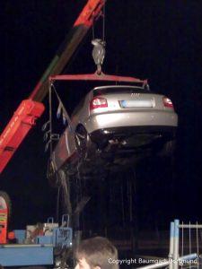 Bergung eines Autos aus dem Wasser