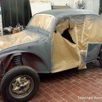 Karosseriearbeiten an einem alten VW Käfer